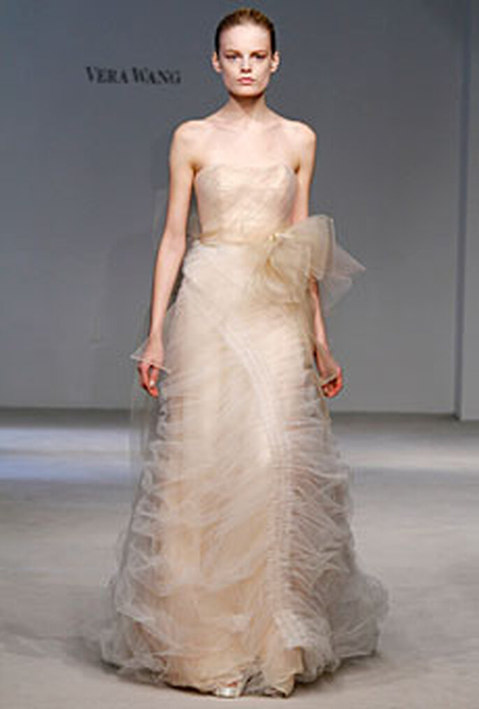 Vera Wang Fall 2010 Collection - strapless dress in light peach with ruffled overskirt and detail at waist