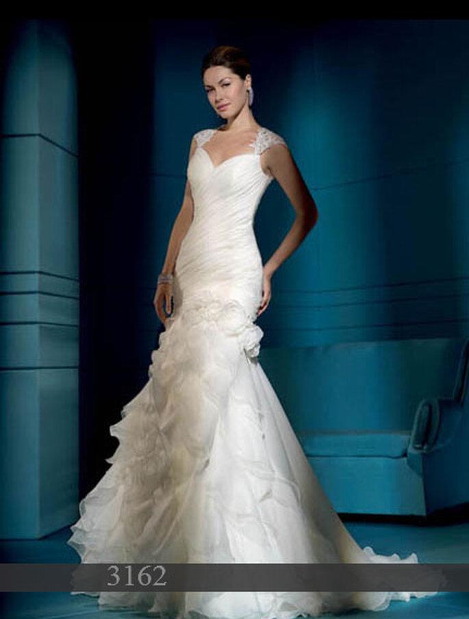 Robe de mariée Demetrios 2011 : Satin et organza - Coupe sirène