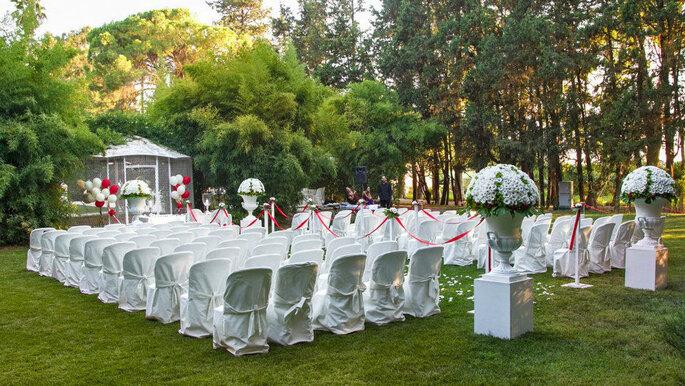 matrimonio all'aperto in una location con giardini in Italia