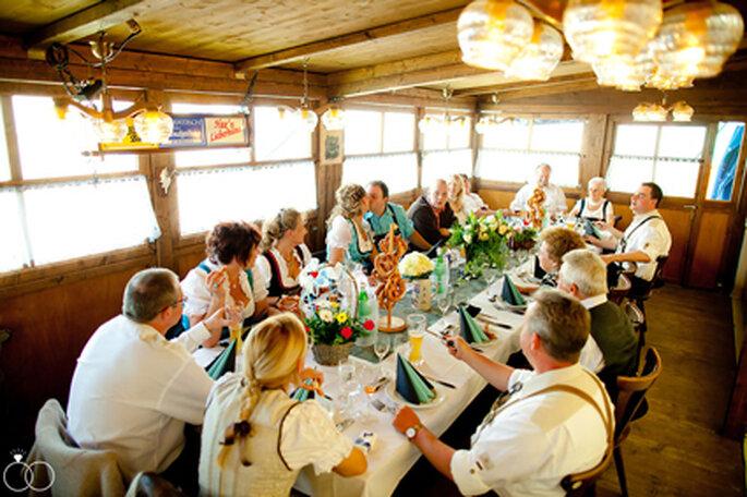 Bayrisches Festmahl in zünftiger Atmosphäre. // Foto: Katja Schünemann