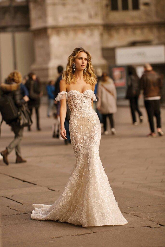 Vestido de novia corte sirena con hombros caídos