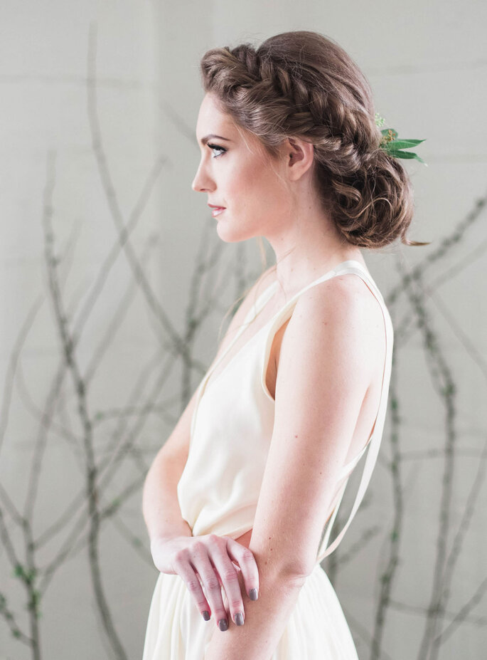 Peinado de novia con trenza y monño bajo recogido