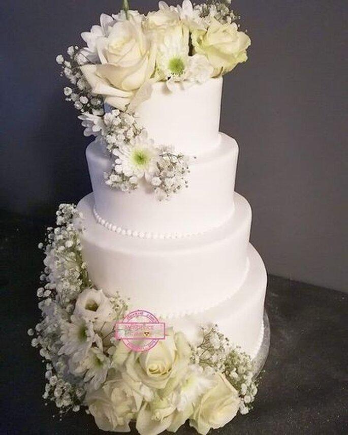 Wedding Cake sobre et fleuri.