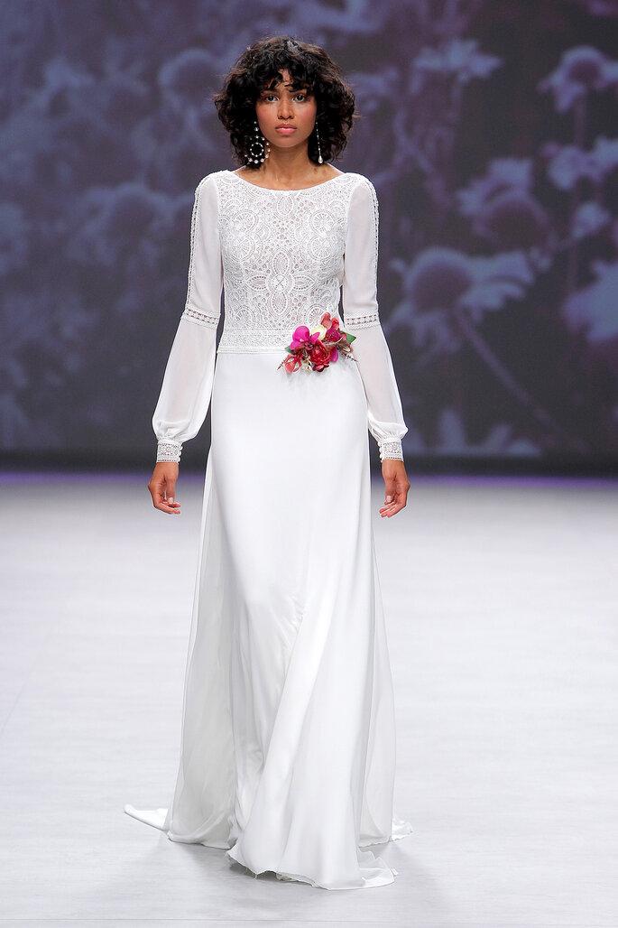 Vestido de novia cuello barco con manga francesa