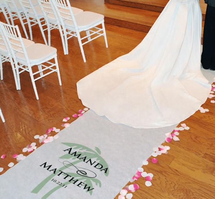 Personaliza el diseño de tu tapete de acuerdo con el lugar donde sea tu boda - Foto Making Memories and More