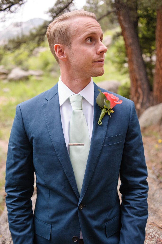 8 accesorios en tendencia para que tu novio luzca guapo en la boda - KJ & Rob Photographers