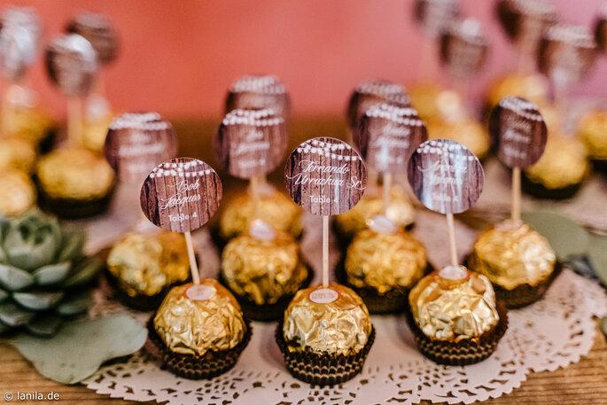 Ferrero Rocher mit Namensschildchen zur Platzzuweisung