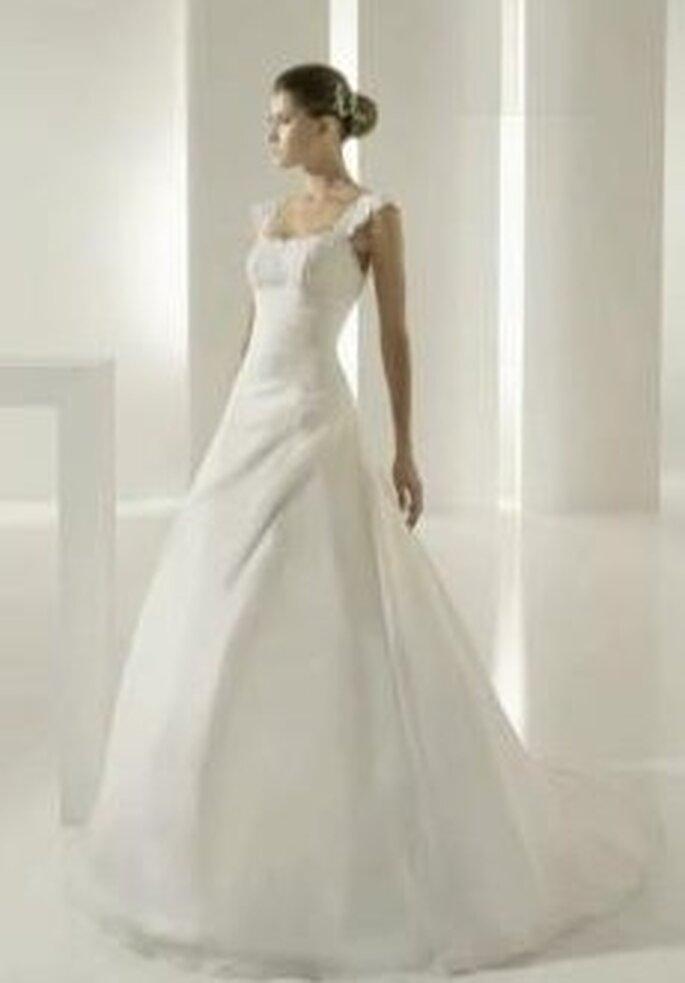 Colección de vestidos de novia en satén White One 2011