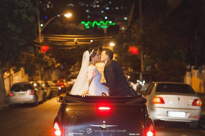 Recém casados ensaio na rua