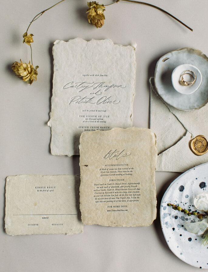 Invitaciones de boda con papel reciclado hecho a mano