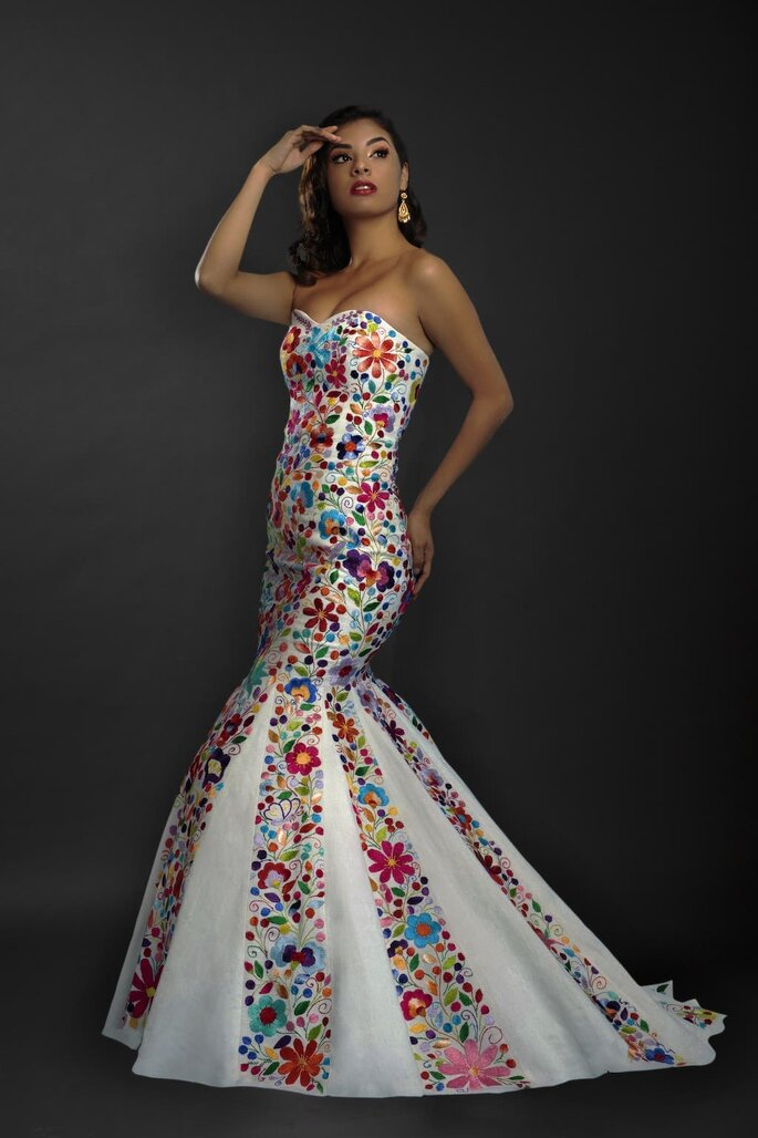 boda mexicana vestido de novia mexicana con flores y bordado huipil
