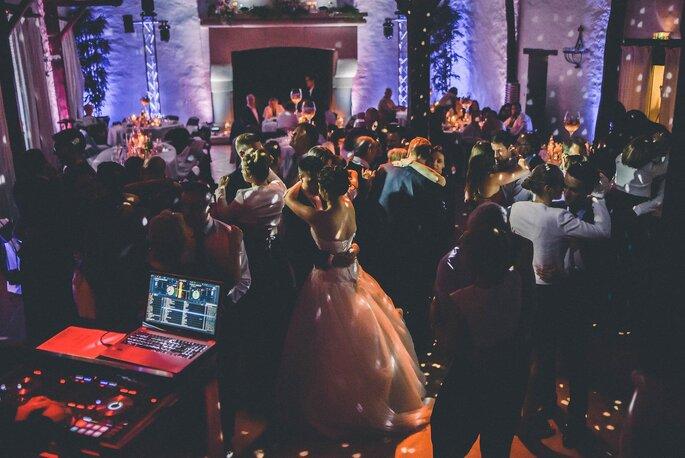 Soirée de mariage avec DJ et jeux de lumières