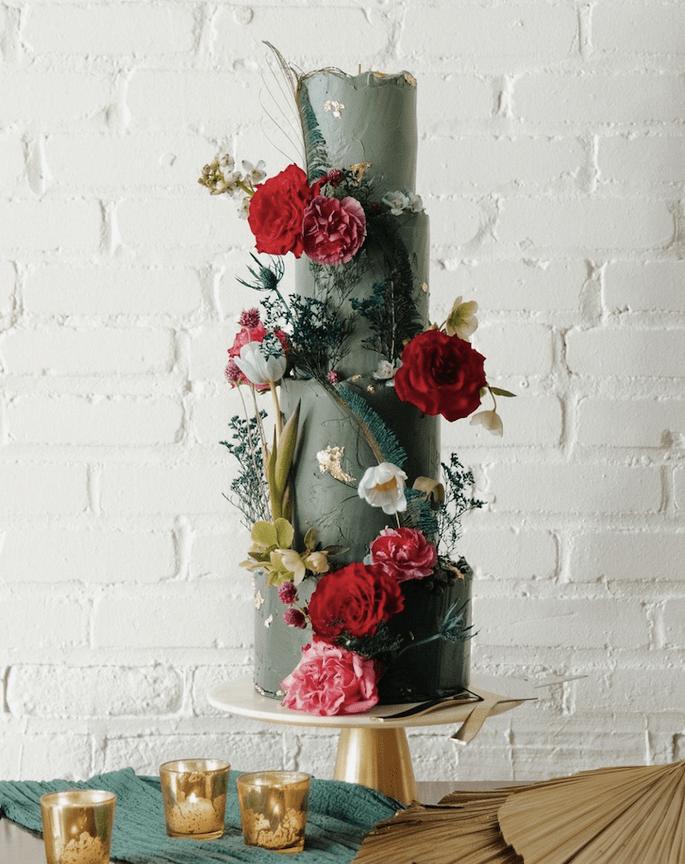Hochzeitstorte modern, 4-stöckig mit Blumen