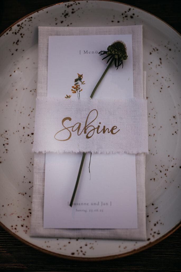 Hochzeitstrend Gartenhochzeit Serviette mit Namenskarte
