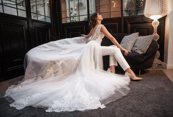 Robe de mariée dos nu avec une traîne