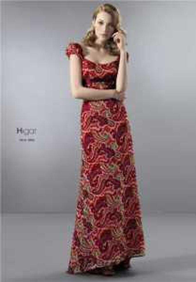 HigarNovias 2009 - Vestido estampado rojo largo, de escote redondo, manguitas
