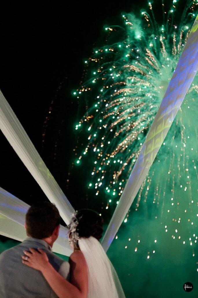 Fuegos artificiales en boda. Fotografìa FlaiiFoto