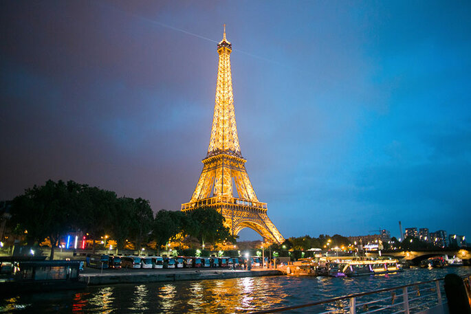 Wedding in paris seyne river eiffel tower event organizers Versailles