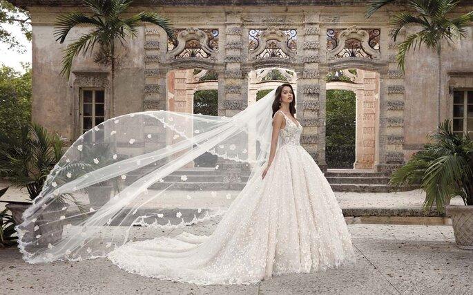 Déclaration Mariage - un modèle portant l'une des sublimes robes proposées dans la boutique Déclaration Mariage