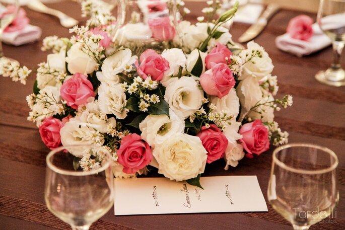 Flores brancas e rosas no casamento