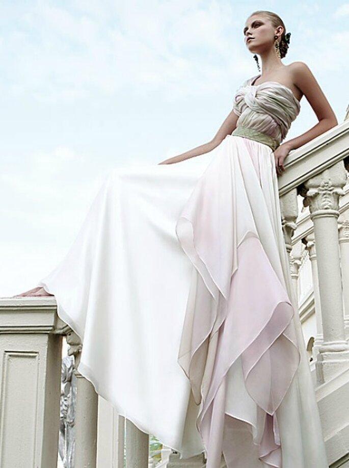 Ricorda il peplo di una dea greca questo abito della Collezione 2012 di Elisabetta Polignano