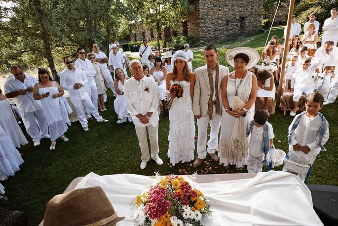 Hippie Hochzeit im Freien-Foto: Jose Cortes Cortajena