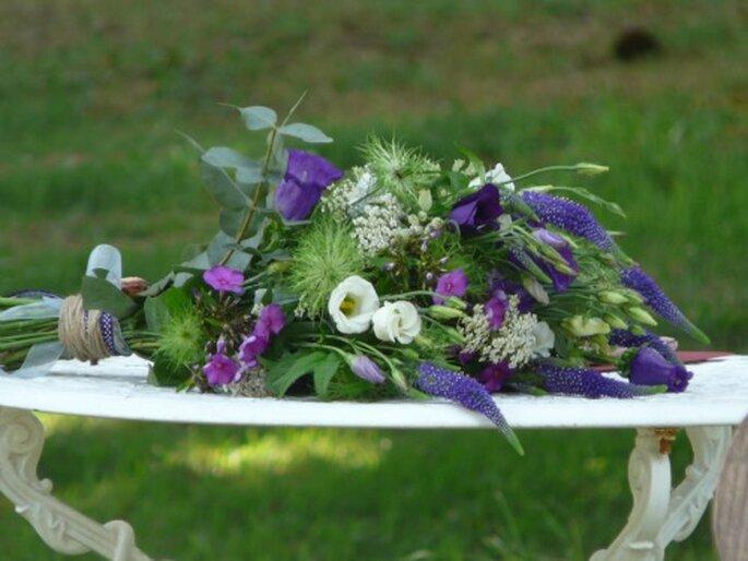 Cosa ne pensate di un bouquet realizzato con fiori di campo? Assolutamente di tendenza! Foto: Atelier déco'ps