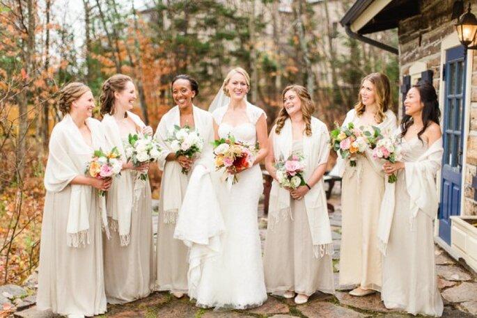 Tus damas de boda con vestidos en colores neutros - Foto Bartek & Magda