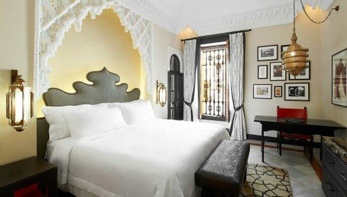 Décorées avec soin et élégance, vous tomberez sous le charme des chambres et des suites de l'Hôtel Alfonso XIII à Séville