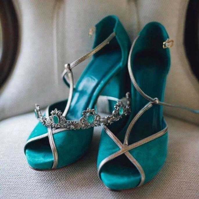Zapatos de novia verdes con bordes plata