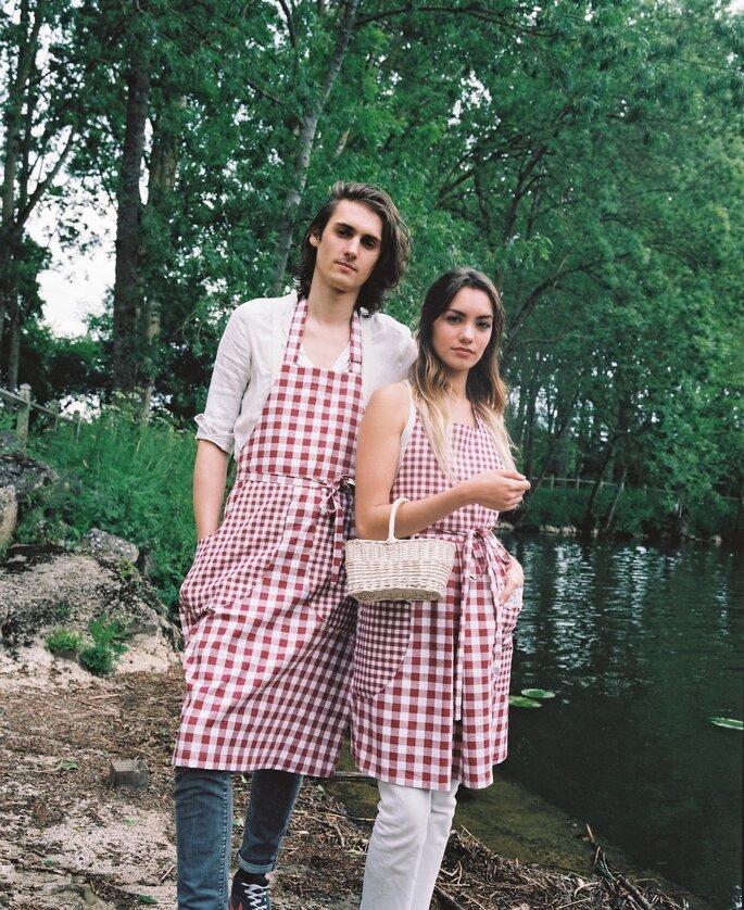 Couple en tabliers vichy rouge et blanc