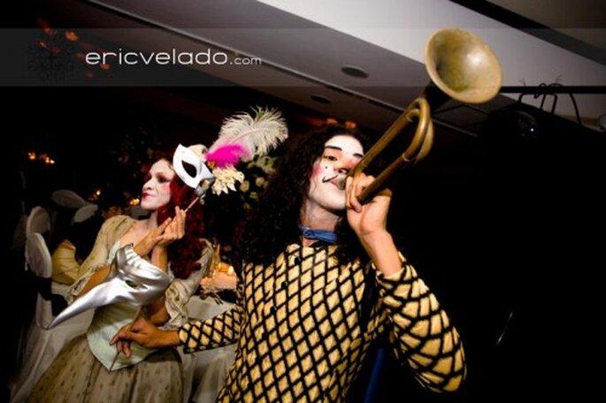 Wie wäre es mit einer maskierten Hochzeitsfeier ganz im Stil von Venedig? – Foto: Eric Velado