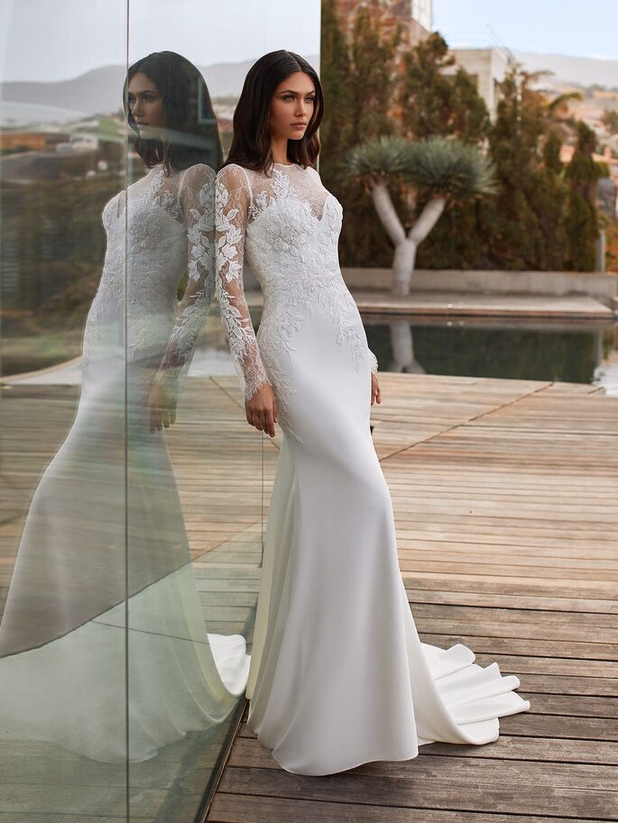Pronovias Vestido de novia con encaje corte sirena con escote barco con manga larga con espalda de encaje