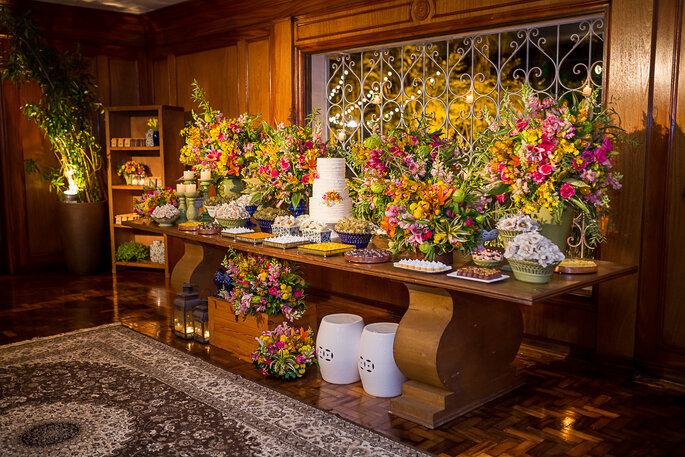 Lindas flores para a mesa de casamento