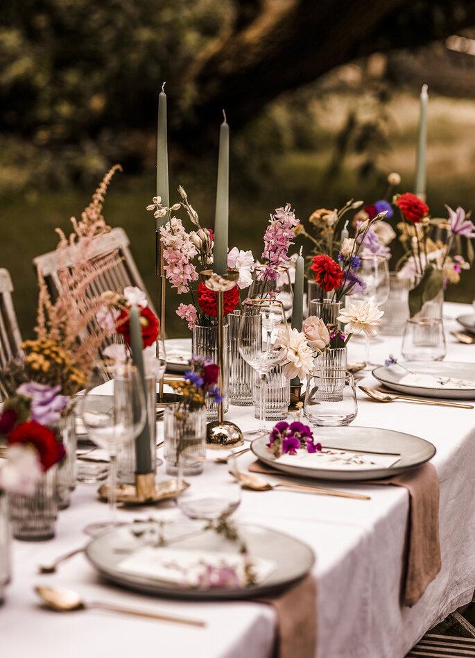 Tischdekoration Wildblumen Gartenhochzeit
