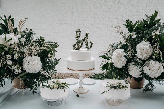 Hochzeitstorte weiß modern minimal