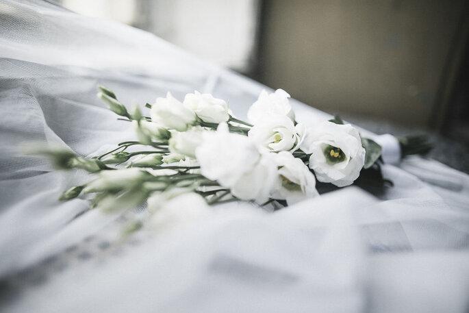 Brautstrauß modern weiss