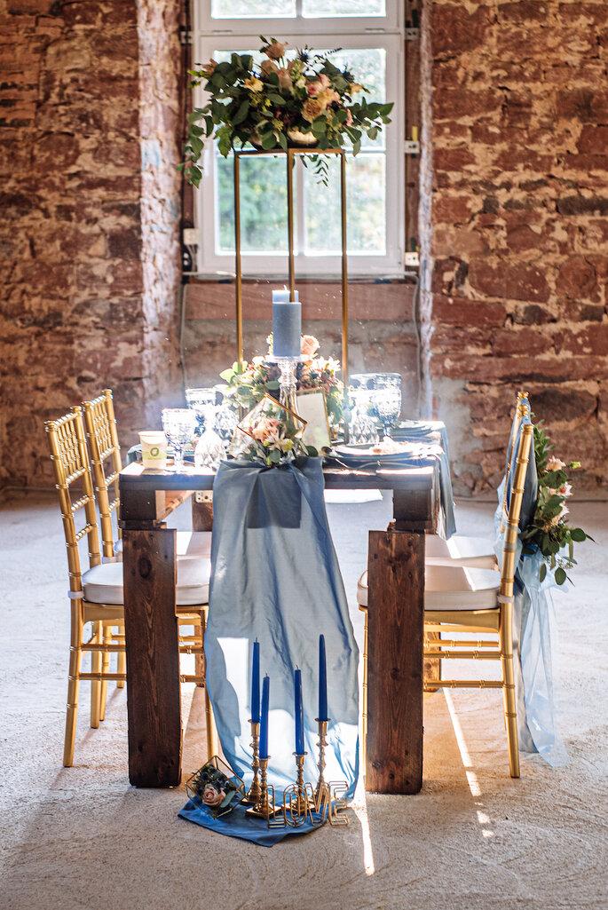 Die Hochzeitslocation, geschmückt im Rustic Chic.