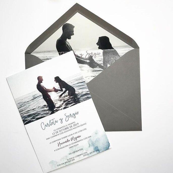 Tarjeta de matrimonio a blanco y negro de estilo romántico moderno