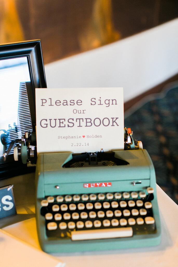 Las ideas más originales para recibir mensajes de los invitados en tu boda - Elisabeth Carol Photography