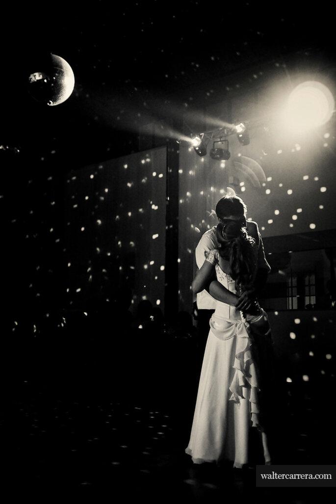 El baile de los novios al son de música romántica. Foto: Walter Carrera