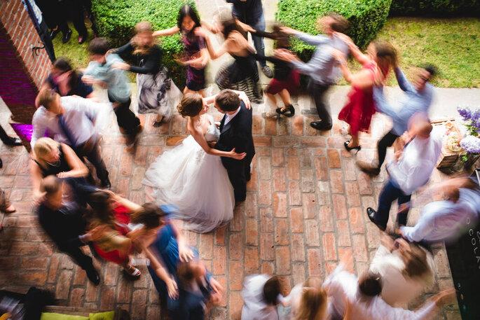 Riccardo Bonetti Photography - girotondo in movimento intorno agli sposi