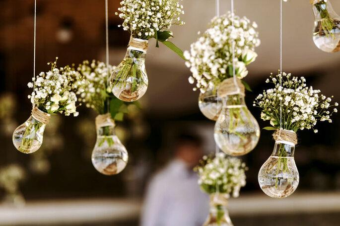Suspensions de décoration de mariage avec des fleurs