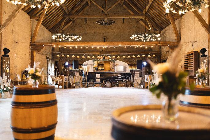 Lieu de réception, fûts en bois, ambiance bohème chic et champêtre, moderne