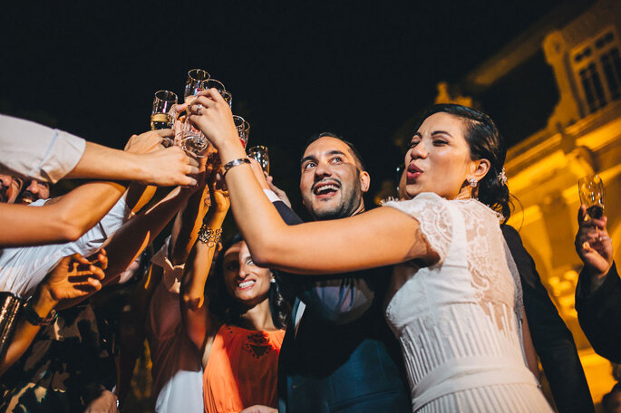 brinde casamento noiva e convidados