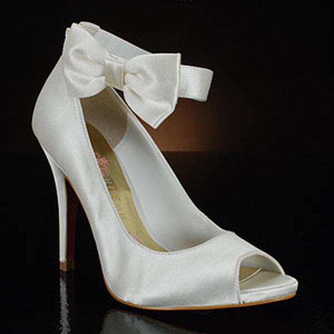 Collection de chaussures de mariée par Paris Hilton