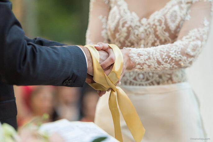 cerimônia de casamento mãos noivos