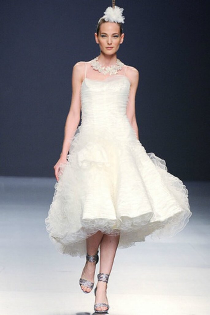 Vestidos de novia Franco Quintáns 2012 cortos, con volumen y can-can - Tomy Pelluz / Vogue
