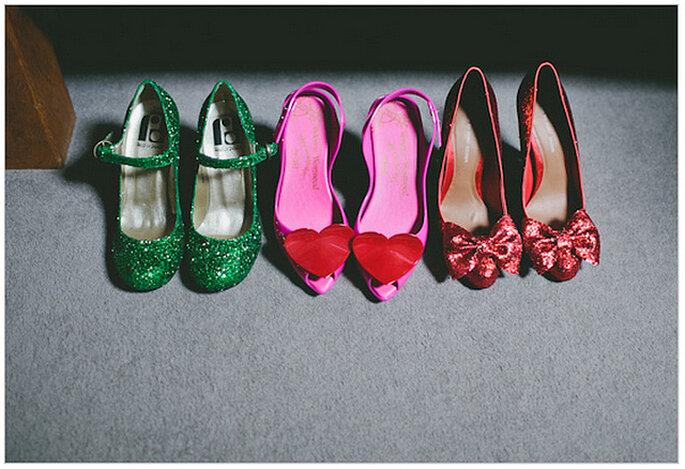 Zapatos personalizados para la novia y toda la corte de honor. Foto: We Heart Pictures