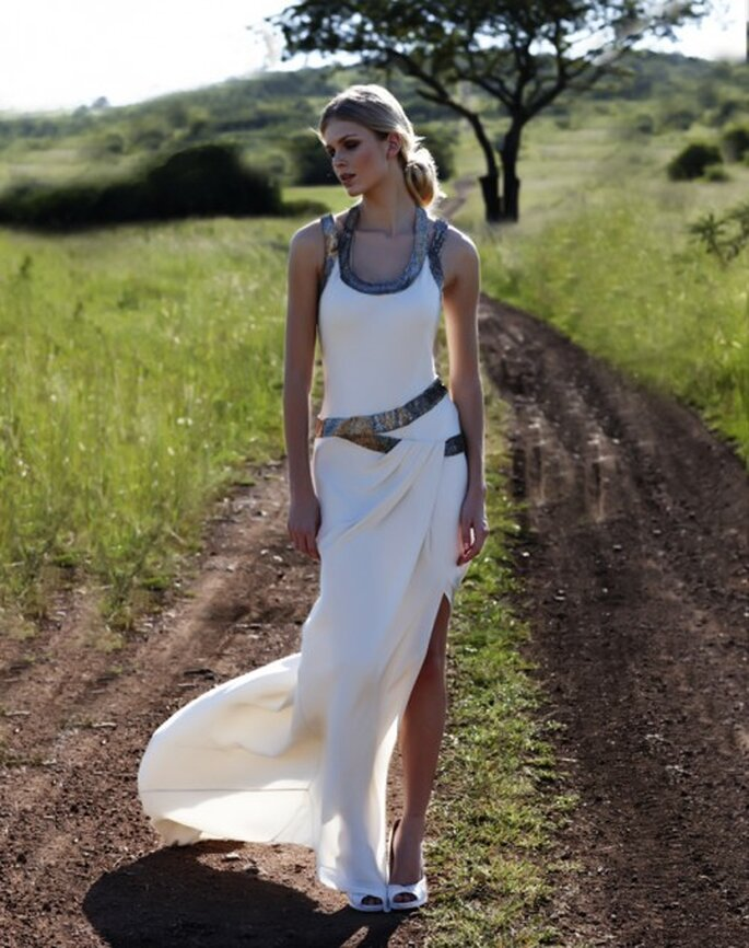 Vestido de novia con detalles metalicos - Foto Amanda Wakeley